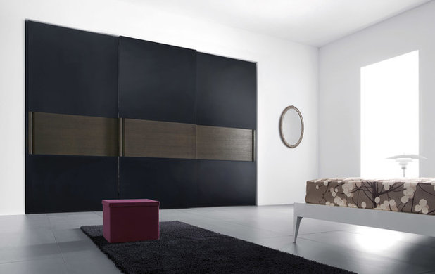 Contemporary Wardrobe by IQMatics - Moderne Living