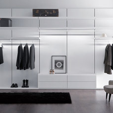 Contemporary Closet by IQmatics
