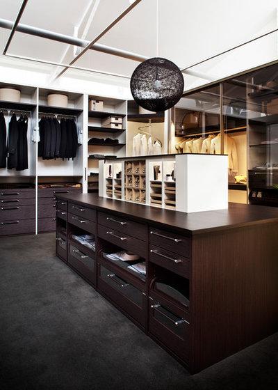 Contemporary Wardrobe by StudioBecker