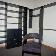 Modern Closet by Dietrich Homes