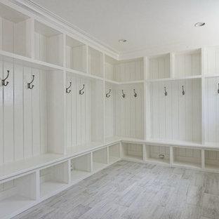Foto de armario vestidor campestre, grande, con suelo blanco