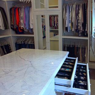 Foto de armario vestidor de mujer, tradicional, grande, con armarios con paneles empotrados, puertas de armario blancas y suelo de madera en tonos medios