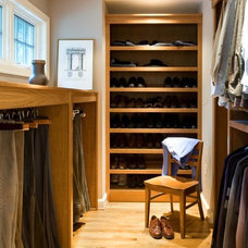 contemporary closet by Hamilton Snowber Architects
