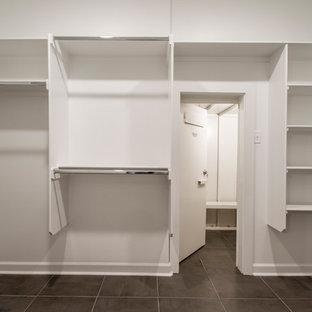 Esempio di una grande cabina armadio unisex minimalista con nessun'anta, ante bianche, pavimento in gres porcellanato e pavimento marrone