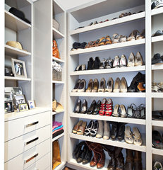 contemporary closet by Fiorella Design