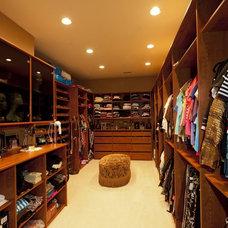 Contemporary Closet yafit