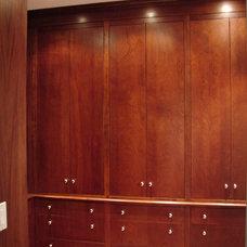 Modern Closet by Watchtower Interiors Inc.