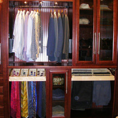 traditional closet by Dario Kiper