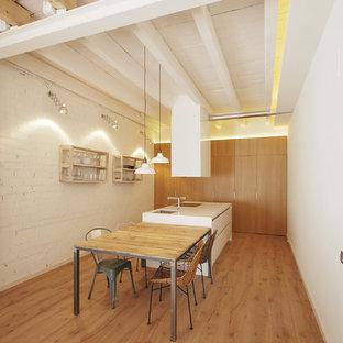 Ejemplo de cocina lineal, contemporánea, con armarios con paneles lisos, una isla y encimeras blancas