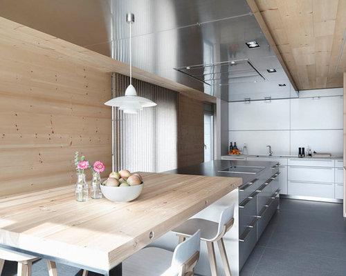 foto de cocina lineal escandinava grande abierta con armarios con paneles lisos