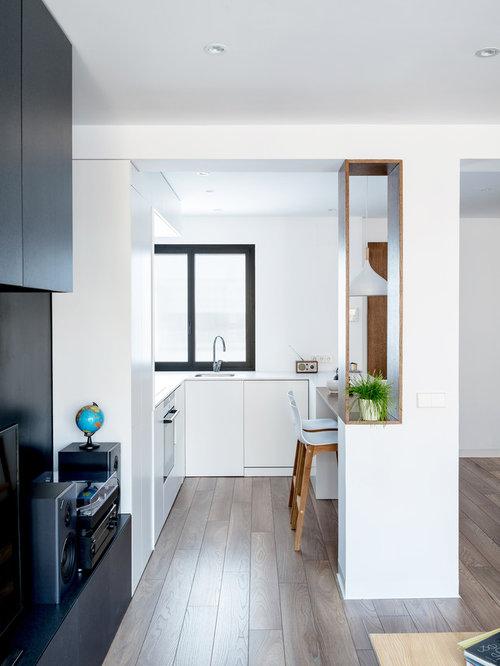 foto de cocina en u minimalista pequea abierta con fregadero encastrado