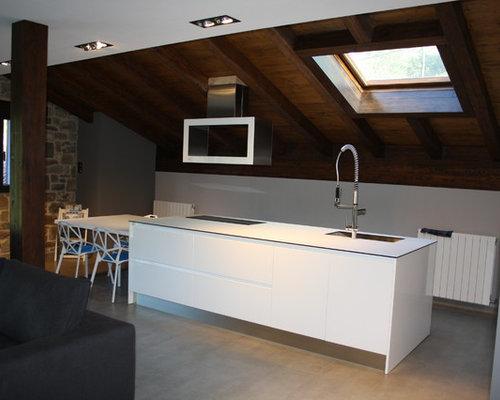 Kitchen with glass worktops and ceramic flooring design ideas pictures inspiration houzz - Kitchen sukaldeak ...