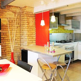 Inredning av ett industriellt litet kök