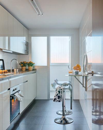 Contemporary Kitchen by Masfotogenica Interiorismo