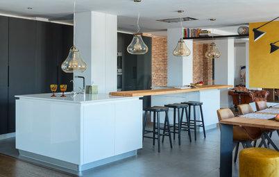 Más vale una imagen... : 21 cocinas modernas con barra de madera