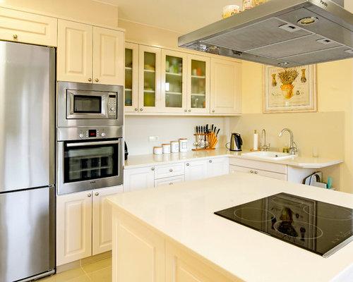 Ideas para cocinas fotos de cocinas con armarios con paneles con relieve - Cocinas blancas clasicas ...