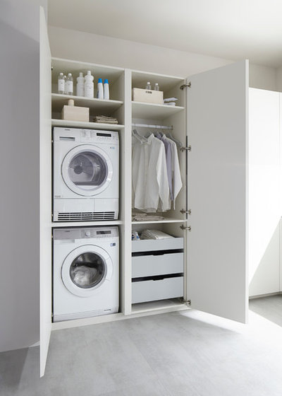 Modern Laundry Room by DELFÍN-2 interiores