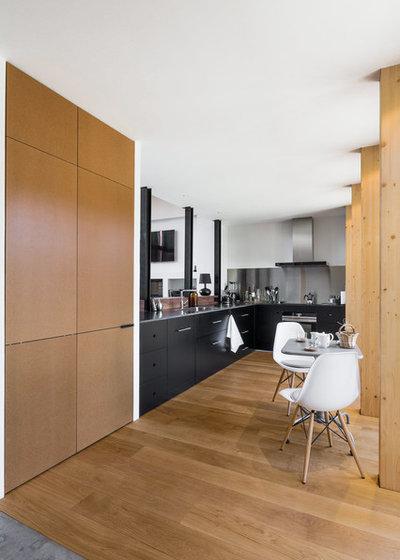 Contemporary Kitchen by La Reina Obrera - Arquitectura e Interiorismo