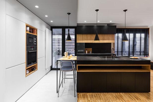 Modern Kitchen by La Reina Obrera - Arquitectura e Interiorismo