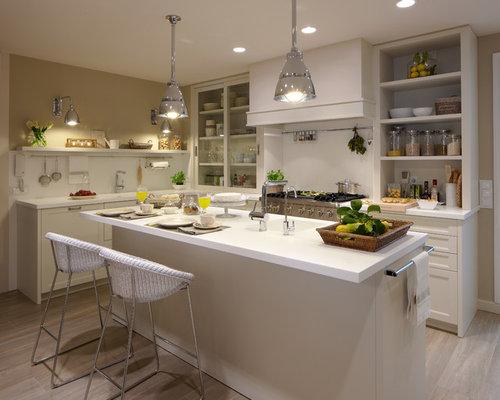 Cocina moderna con despensa y lavadero for Cocinas lujosas y modernas