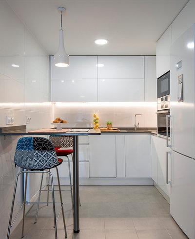 Contemporary Kitchen by Erika Suberviola Interiorismo y Feng Shui