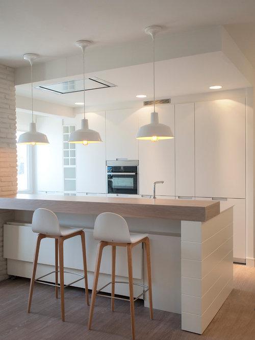 Cucina al mare con pavimento in laminato foto e idee per - Pavimento laminato in cucina ...