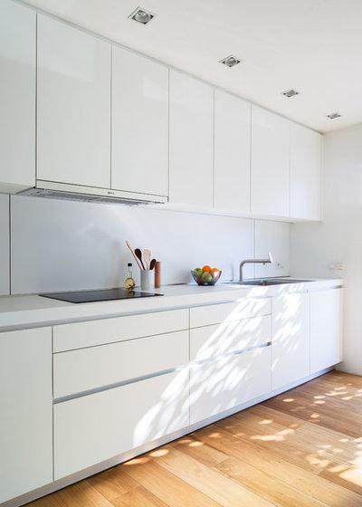 Moderno Cocina by aplom arquitectura