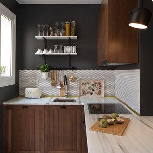 Foto de cocina en L, escandinava, pequeña, sin isla, con armarios con paneles con relieve, puertas de armario marrones, encimera de mármol, salpicadero blanco, salpicadero con mosaicos de azulejos y suelo blanco