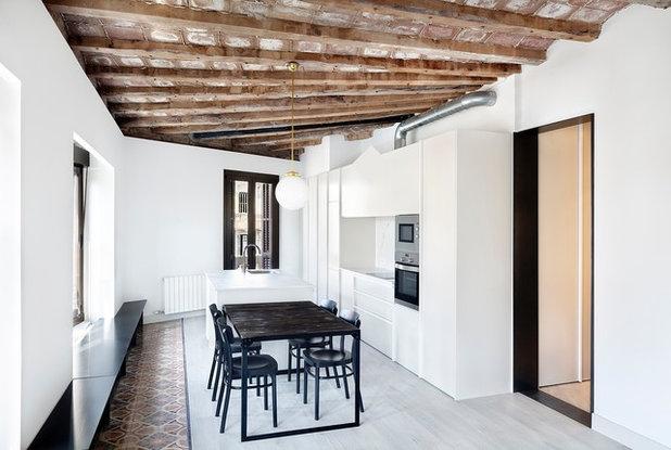 Contemporary Kitchen by Bea Bombí