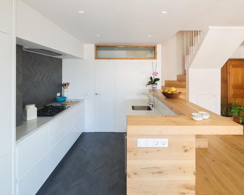 Ideas para cocinas   Fotos de cocinas con salpicadero negro y suelo ...