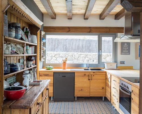 Ideas para cocinas fotos de cocinas en l con puertas de for Cocinas de campo