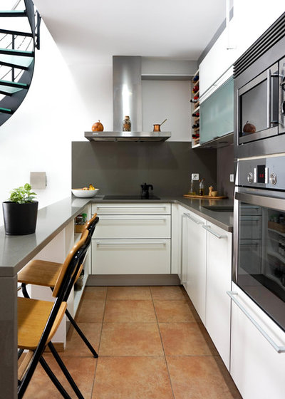 Contemporary Kitchen by Estudi a l'Àtic