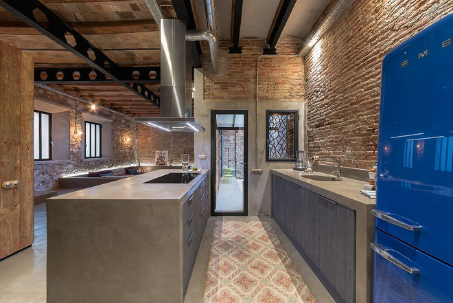 Industrial Kitchen by FFWD Arquitectes