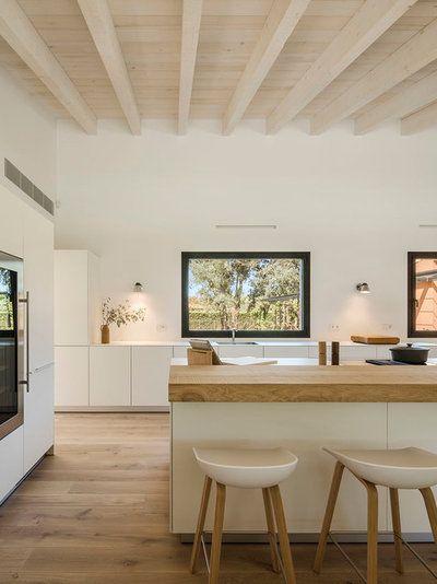 Contemporary Kitchen by Susanna Cots