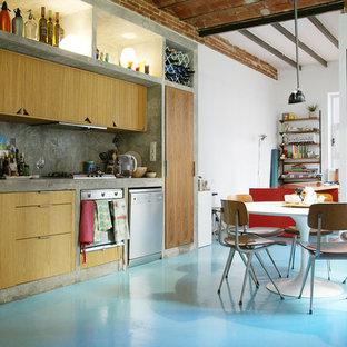 Piso colorido con mobiliario vintage en Ciutat Vella