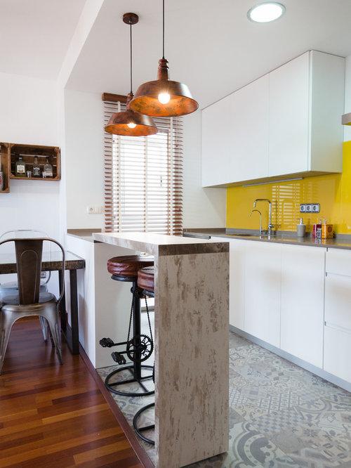 Küchen mit Küchenrückwand in Gelb und Rückwand-Fenster Ideen, Design ...