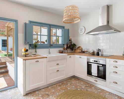 Ideas para cocinas | Fotos de cocinas con suelo de azulejos de cemento