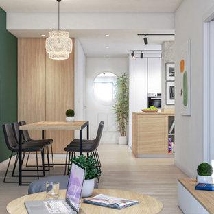 セビリアの中くらいのコンテンポラリースタイルのおしゃれなキッチン (シングルシンク、フラットパネル扉のキャビネット、白いキャビネット、木材カウンター、ベージュキッチンパネル、木材のキッチンパネル、シルバーの調理設備、磁器タイルの床、白い床、ベージュのキッチンカウンター) の写真