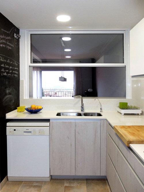 Reforma de cocina con barra americana aseo de cortesa y bao
