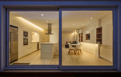 Una cocina abierta al salón, versátil, funcional y bien equipada