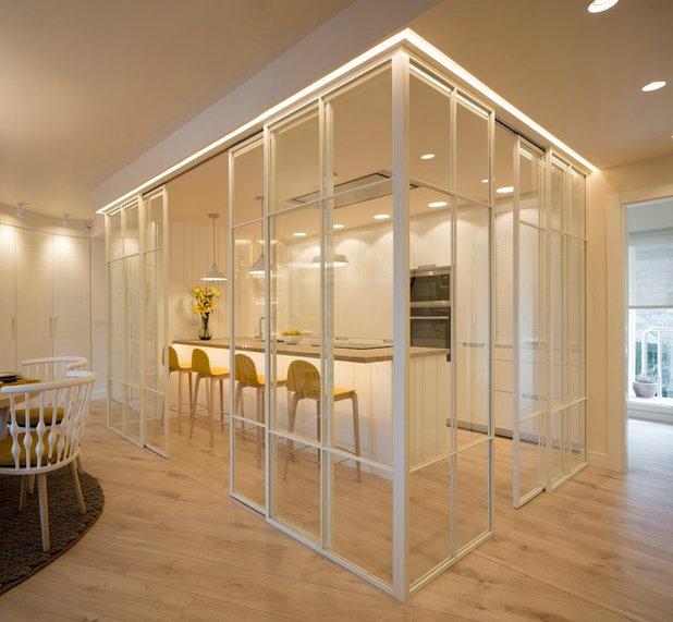 Contemporary Kitchen by Sube Susaeta Interiorismo