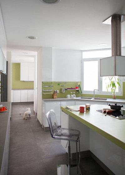 Современная классика Кухня by espacio papel arquitectos