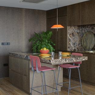 Ejemplo de cocina de galera, actual, con una isla, encimeras marrones, armarios con paneles lisos, puertas de armario de madera oscura, salpicadero marrón, electrodomésticos con paneles, suelo de madera en tonos medios y suelo marrón