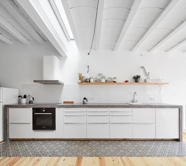 Scandinavian Kitchen by Sauquet Arquitectes i Associats, slp