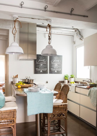 Beach Style Kitchen by Coton et bois