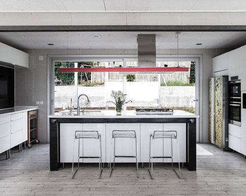 foto de cocina comedor grande con fregadero armarios con paneles lisos