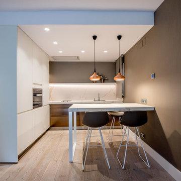 Una cocina Arclinea Barcelona donde el protagonista es el bronce