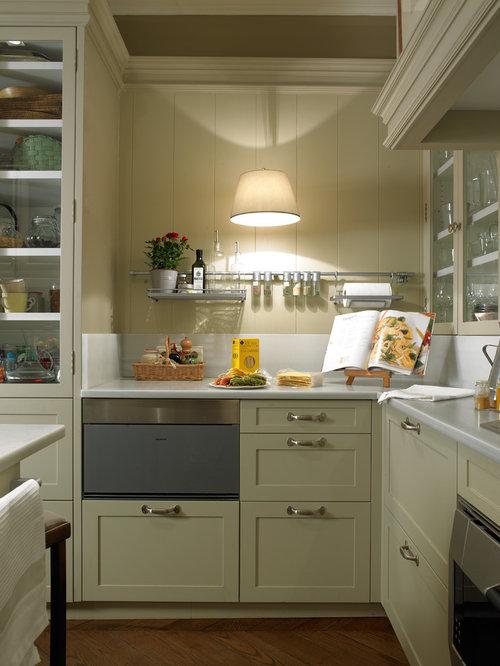 ejemplo de cocina en u clsica renovada de tamao medio cerrada sin