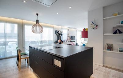 Cocina de la semana: Con toques de color e integrada en el salón