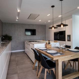 Ejemplo de cocina comedor lineal, actual, con armarios con paneles lisos, puertas de armario blancas, fregadero bajoencimera, suelo gris y encimeras grises